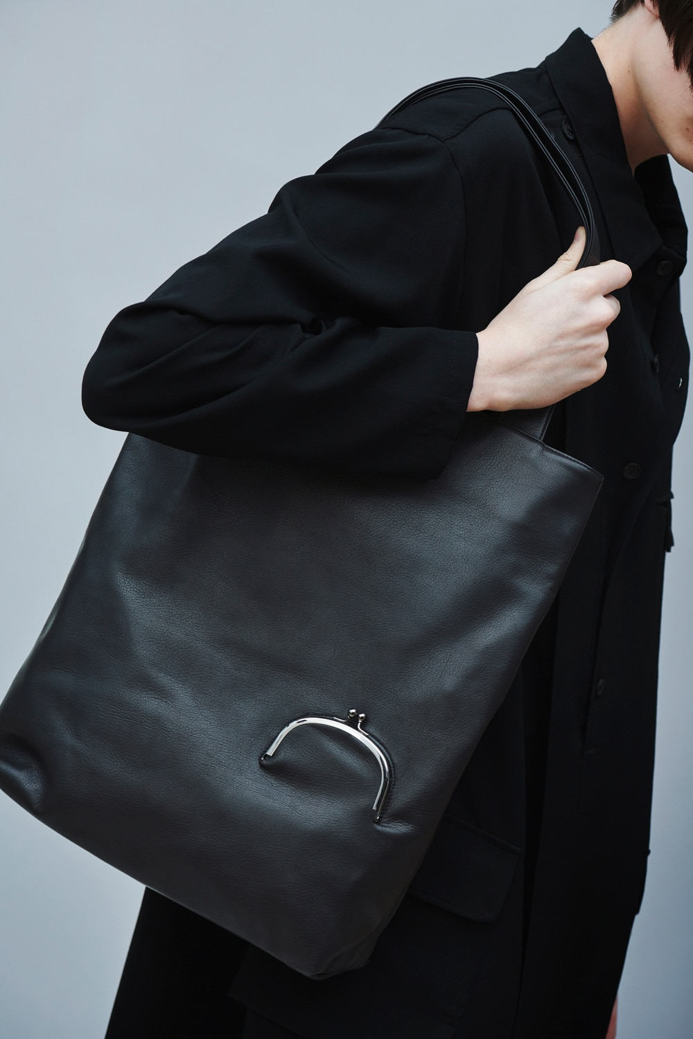 LOOK CLASP TOTE